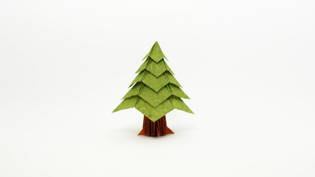 Forest of origami Christmas trees | 719x1280