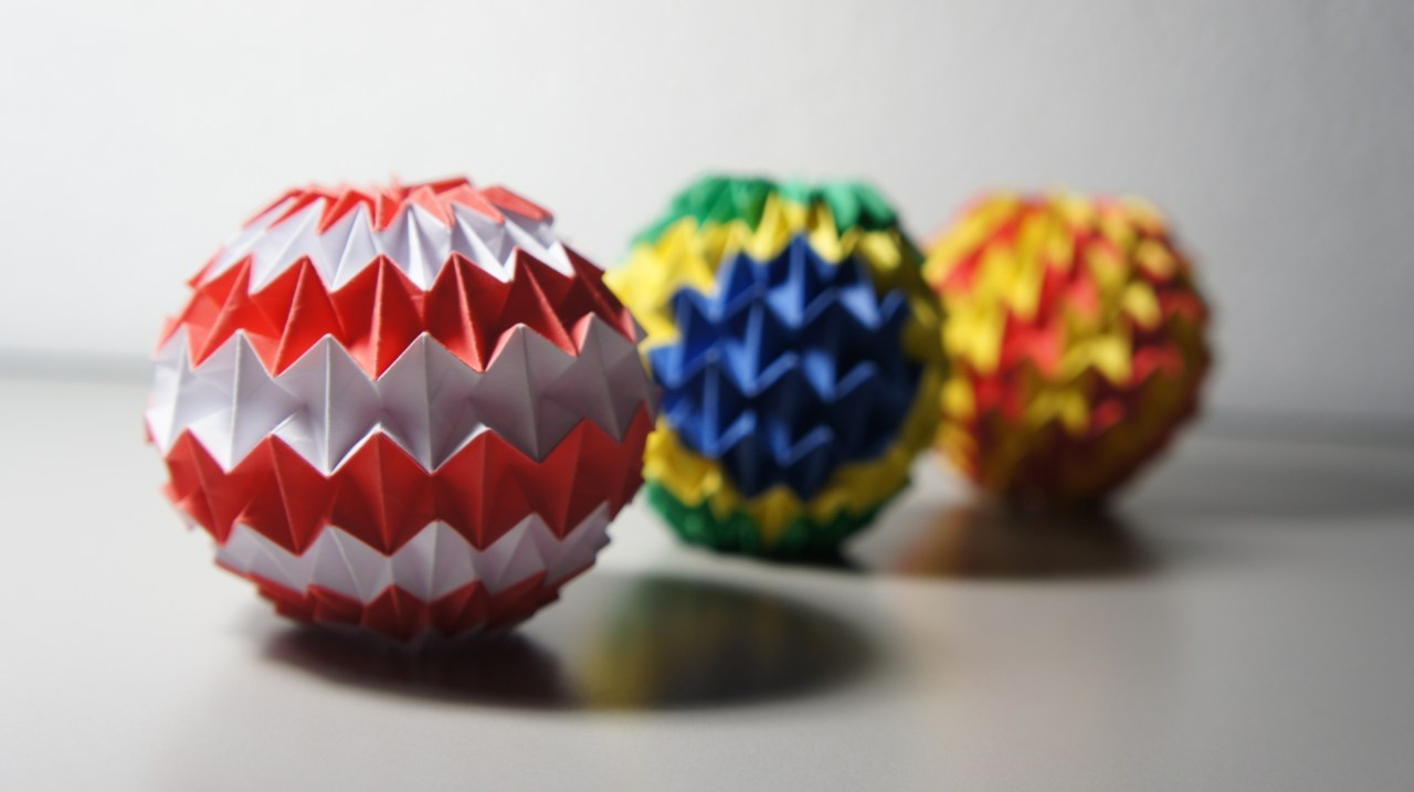 Paper MAGIC BALL - with zig zag pattern (Raman) - YouTube | 717x1280